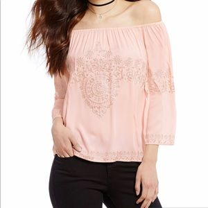 🌺Gianni Bini Off-the-shoulder Embroidered Blouse